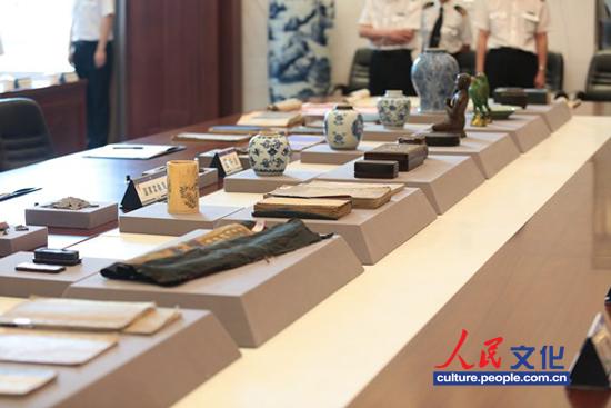 北京海关将罚没的万余件文物移交国家文物局