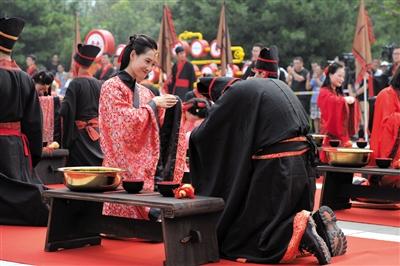 七夕掀汉式婚礼风新人感叹新颖:真的很难忘