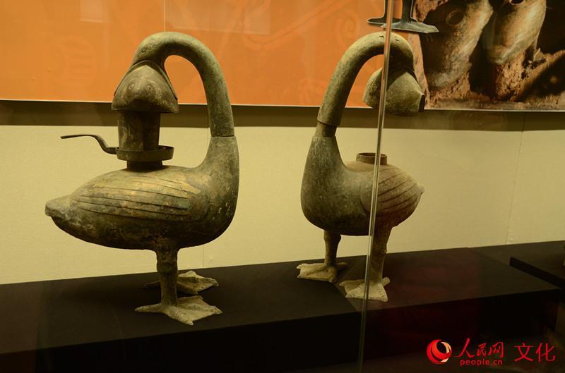 圖為出土青銅雁魚燈 (人民網陳燦 攝)