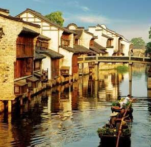 """乌镇的传统与时尚小桥流水、青石黛瓦,乌镇的美,让古往今来多少人""""来过,便不曾离开""""..."""