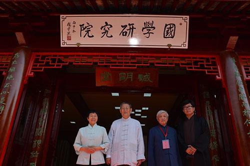 研究院的成立是在已有积累的基础之上,力图整合学界和民间的文化力量