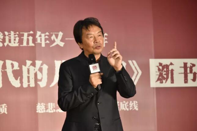 刘震云在《吃瓜时代的儿女们》中写了四个风马牛不相及的人