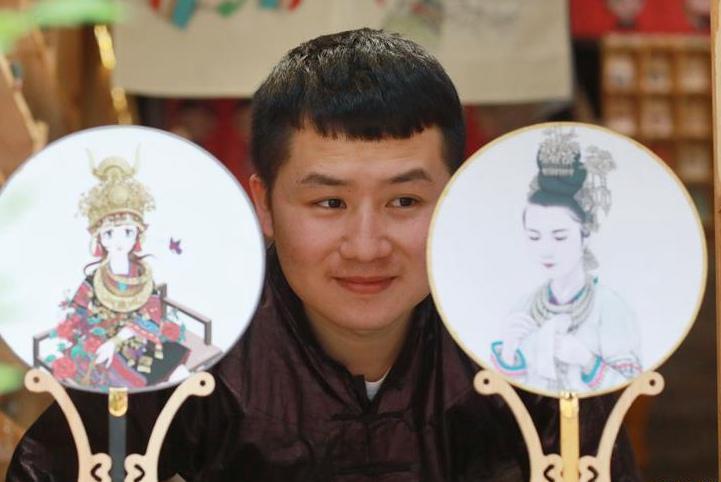 """""""90后""""侗族插画师:传承民族文化美"""