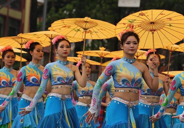 西双版纳民族民间文化巡游大展演