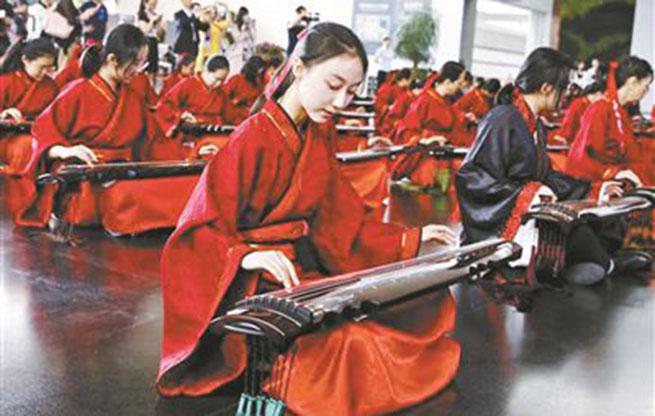 """唐代古琴""""清角""""亮相中国园博馆 展览将延续至8月"""