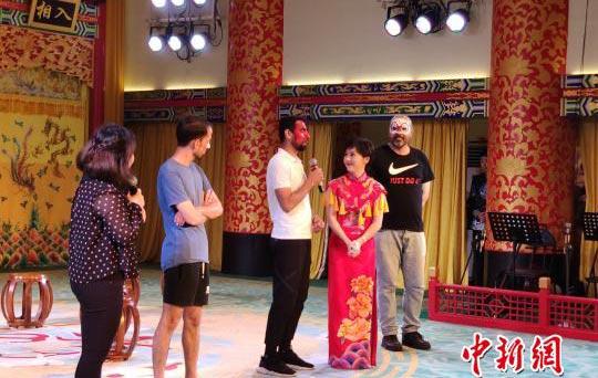 多国老外长沙学京剧 赞中国传统文化令人着迷