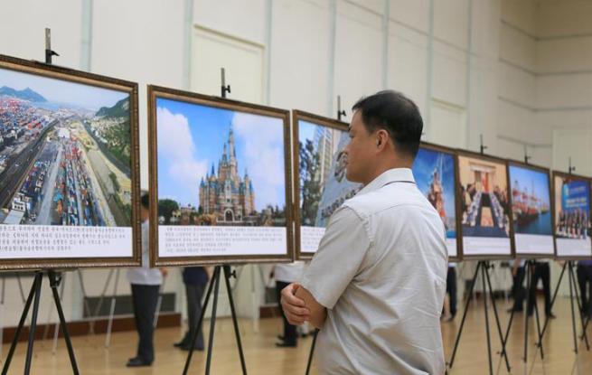 """""""中国特色社会主义建设成就图片展""""在平壤开展"""