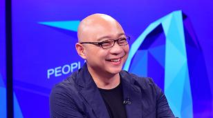 """""""凯叔"""":给孩子看更大的世界        人民网文娱部专访""""凯叔""""王凯,跟网友一起了解""""凯叔讲故事""""背后的故事。"""