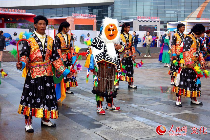 第七届中国成都国际非物质文化遗产开幕式期间,西藏卓舞展示