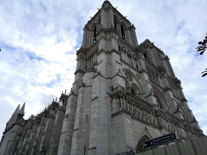 中法双方签署《联合声明》中国专家将参与巴黎圣母院修复工作