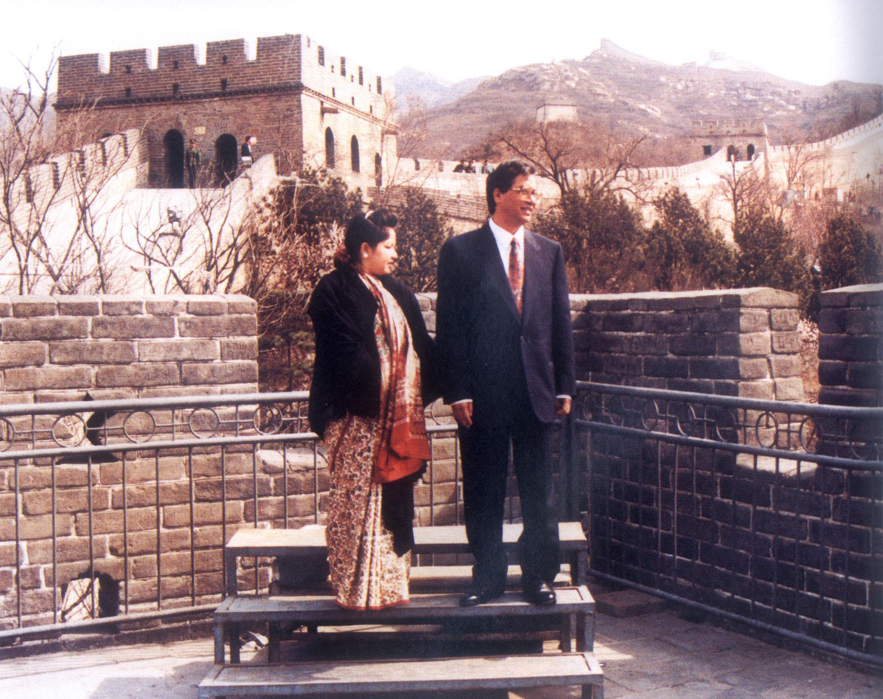 1996年4月20日,尼泊尔首相德乌帕游览长城-尼泊尔首相德乌帕游览长