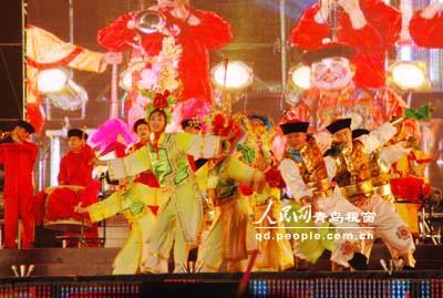 东北大秧歌.-扭起秧歌迎奥运 首届中国秧歌节开幕 3