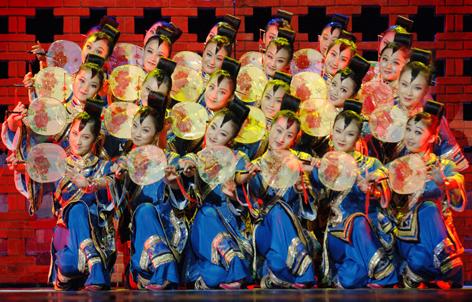 汉、藏、维吾尔各民族观众.-一把酸枣 在首届中国新疆国际民族舞