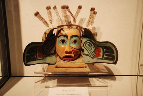 《木雕印地安人节日面具》.
