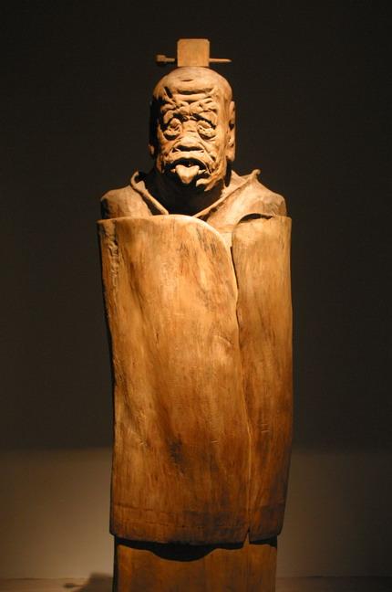 現場展出的田世信木雕作品:《老子》。本報記者  方雲偉攝