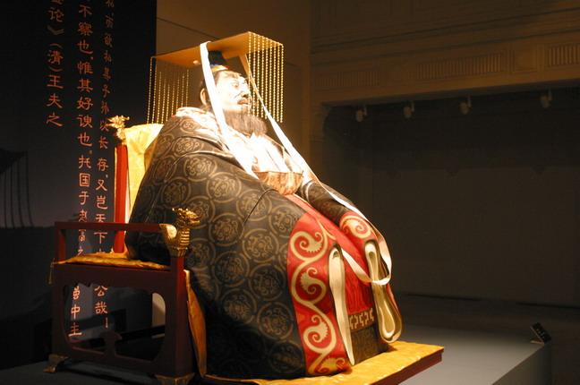 現場展出的田世信雕塑作品:《秦始皇》。本報記者  方雲偉攝