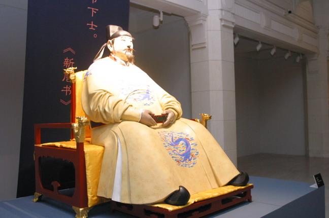 現場展出的雕塑作品:《唐太宗李世民》。本報記者  方雲偉攝