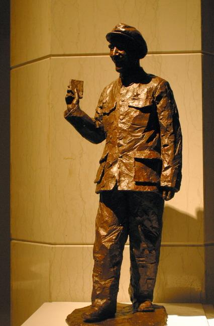 現場展出的田世信青銅雕塑作品:《副統帥——林彪》。本報記者  方雲偉攝