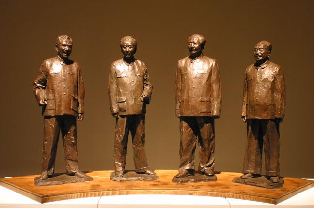 現場展出的田世信青銅雕塑作品:《四位開國領袖》。本報記者  方雲偉攝